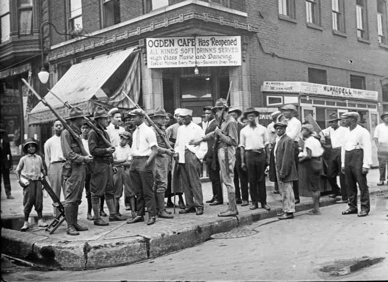 CHM005028: Crowd and armed National Guard in front of the Ogden Cafe during the race riots in Chicago, Illinois, 1919
