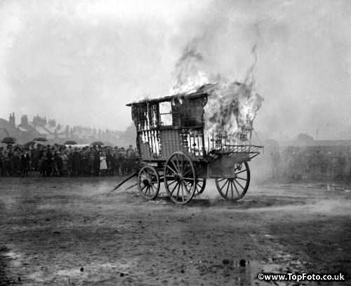Roma funeral custom, when the caravan of Mrs. Sarah Bunce burns, on 1 October 1924.